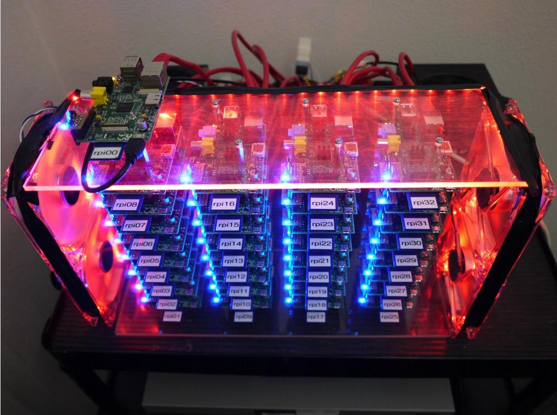33 tietokoneen clusteri, tietenkin Raspberry Pi:llä
