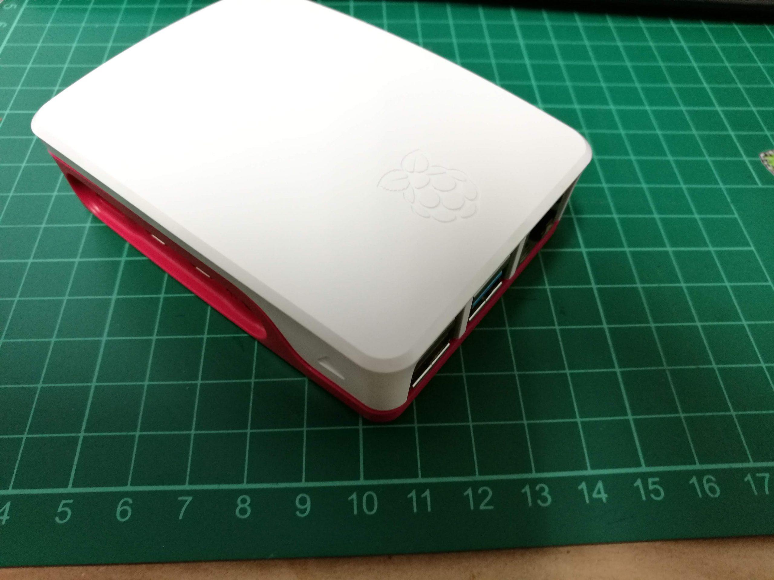 Virallisen Raspberry Pi 4 -kotelon lämpötesti